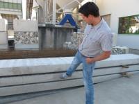 08. Edwin Opdam van IJsselbeton bij de eerste betonplaten die klaar liggen voor het zomerpaviljoen.