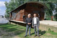 Initiatiefnemer Jan Trooster (links) en ontwerper Ruud Jan Kokke (rechts) voor het nieuwe paviljoen op de Stadsblokken Werf