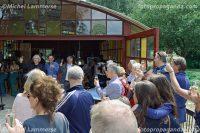 Veel vrijwilligers en sponsoren betrokken bij het paviljoen waren aanwezig tijdens de opening